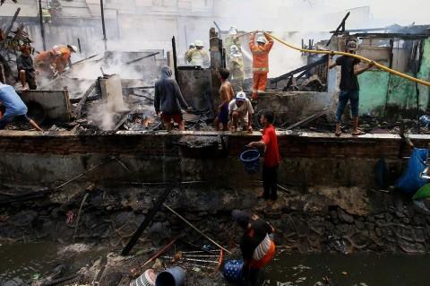 Kebakaran Rumah di Johar Baru, 22 Mobil Damkar Dikerahkan