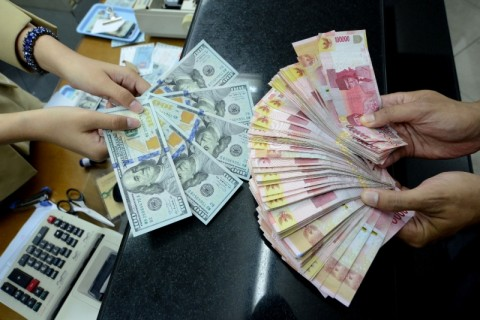 Rupiah Anjlok ke Rp14.330/USD