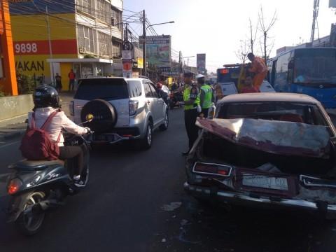 4 Kendaraan Terlibat Tabrakan Beruntun di Ciputat