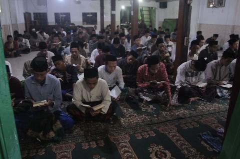 Suasana Rumah Duka Mbah Moen di Rembang