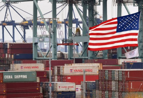 Tiongkok Balas Kebijakan AS, Rupiah akan Terus Tertekan