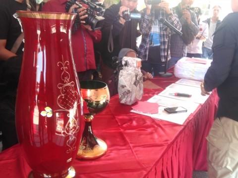 Uang Korupsi BPJS di Bandung Jadi Tas Bermerk Hingga Guci