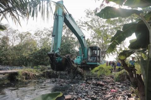 350 Ton Sampah Kali Busa Diangkat