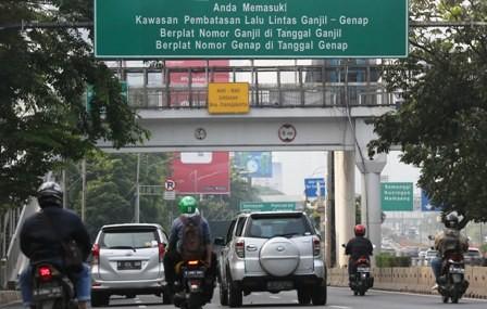 Taksi <I>Online</i> Dinilai Tak Terimbas Ganjil Genap