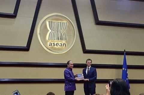 <i>Blue Book</i> Diluncurkan, Uni Eropa-ASEAN Fokus di Pendidikan