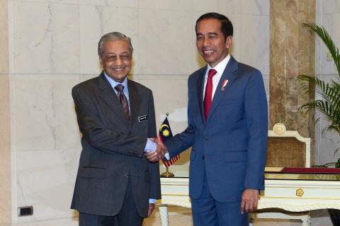 Tiba di Kantor PM Putrajaya, Jokowi Disambut Mahathir