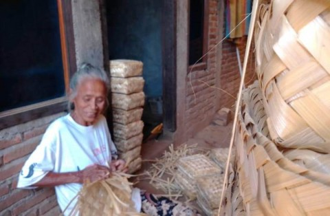 Balada Perajin Besek Bambu