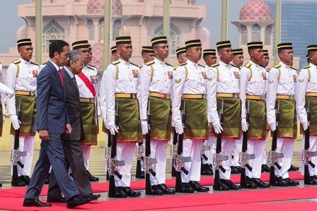 Jokowi Disambut Upacara Resmi di Malaysia