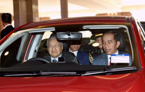 Mahathir Drives Jokowi to Lunch after Bilateral Meeting