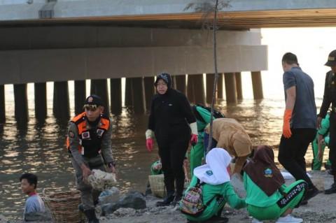 23,5 Ton Sampah Diangkut dari Pesisir Pantai Kenjeran