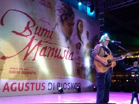 Iwan Fals Persembahkan Lagu Ibu untuk Nyai Ontosoroh