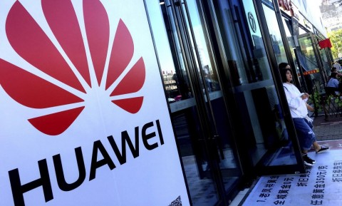 Trump Kembali Blokir Huawei di AS?