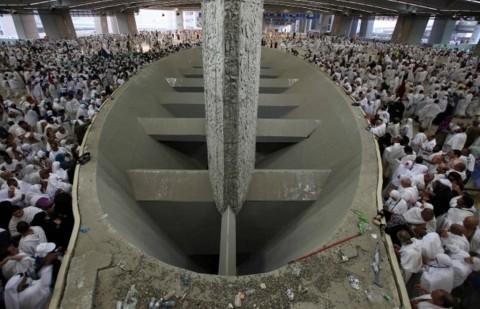 Jemaah Haji Indonesia Mulai Melempar Jumrah