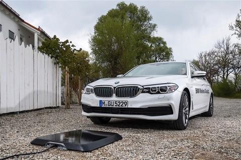 BMW Mulai Terapkan Pengisian Baterai Nirkabel buat Mobil Listrik