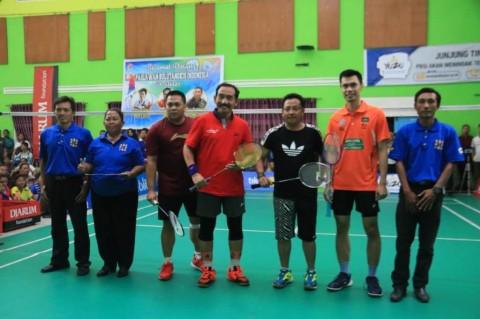 Buka Kejuaraan Bulu Tangkis, Wali Kota Malang Tanding Lawan Markis Kido