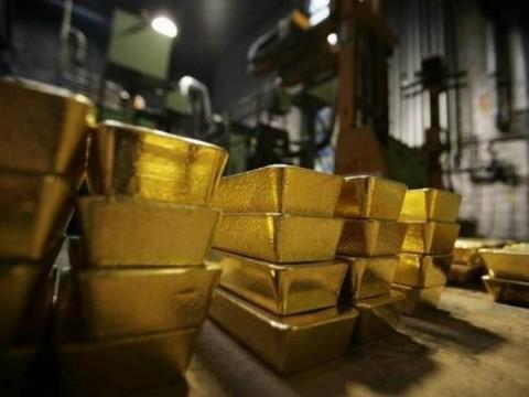 Emas Dunia Memudar Usai Dolar AS Menguat