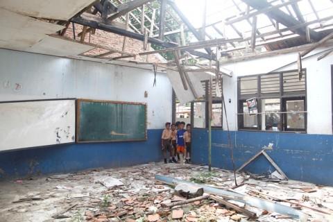 Siswa SDN di Cianjur Tak Bisa Belajar di Kelas