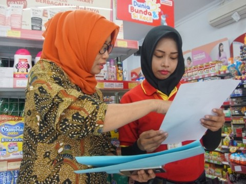 Pelaku Usaha Surabaya Dilarang Gunakan Kantok Plastik