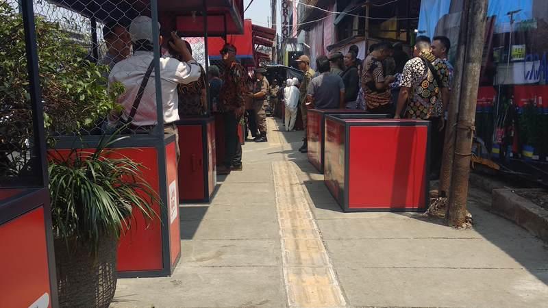 Pemkot Bandung Legalkan PKL Berjualan di Trotoar - Medcom.id