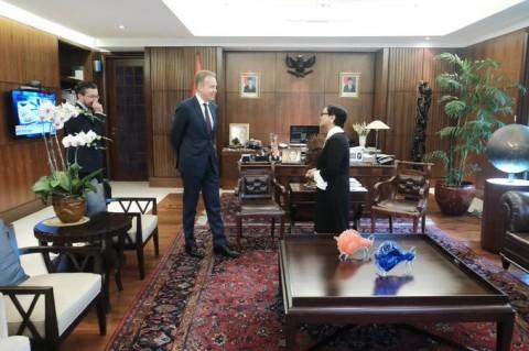 FM Retno Receives WEF President