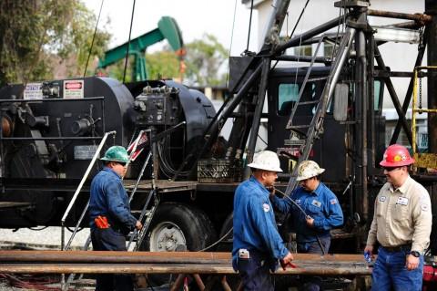 Investor Cemas, Harga Minyak Mentah Masih Anjlok