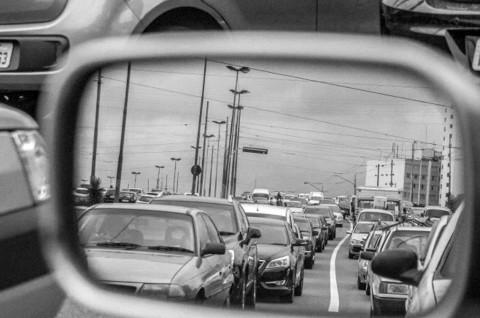 Sering Menoleh Kaca Spion Bisa Kurangi Risiko Kecelakaan