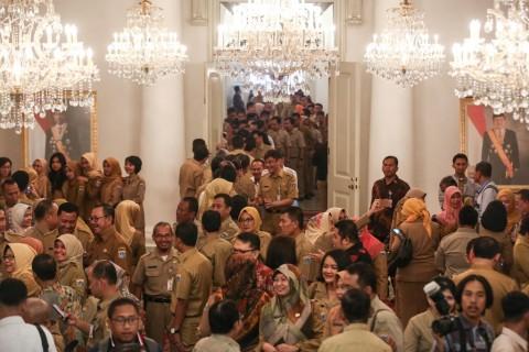 2020, Jokowi Tetap Janjikan Gaji ke-13 dan THR bagi PNS
