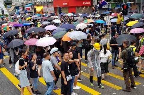 Hong Kong Kembali Memanas, Demonstran Blokir Jalan Raya