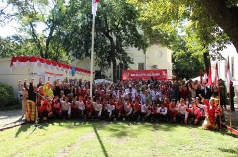 HUT ke-74 RI di KBRI Budapest Diwarnai Pakaian Daerah