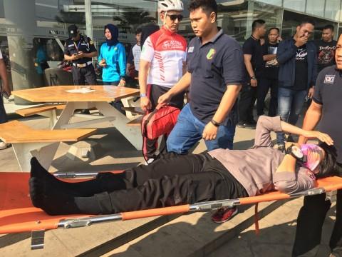 Polwan Penerjun Cidera saat Atraksi di Tangerang