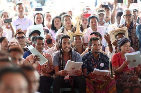 Presiden Serahkan 2.706 Serifikat Tanah kepada Warga NTT
