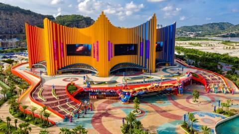 Gedung Teater ala Tenda Sirkus yang Kuat Tahan Topan