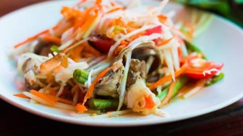 Sejarah Singkat Som Tum, Salad Pepaya Hijau Populer di Thailand