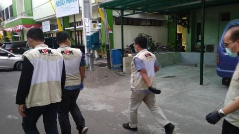 Walkot Yogyakarta Nonton Sepak Bola Saat Kantornya Digeledah KPK