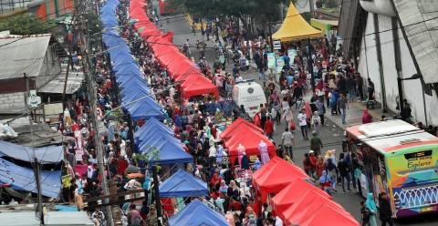 Anies Cari Solusi Pindahkan PKL dari Trotoar