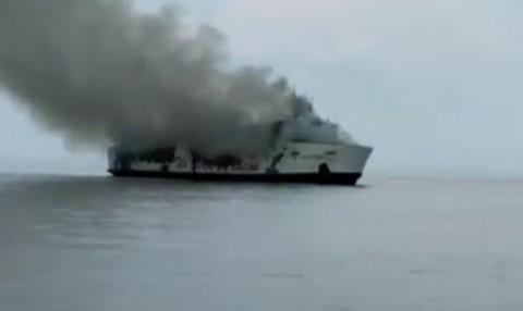Dua KN SAR Bantu Evakuasi Kapal Terbakar di Masalembu