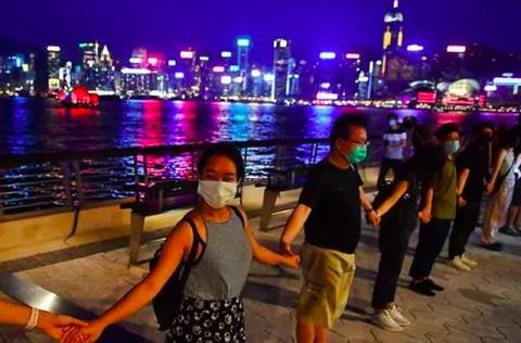 Pedemo Hong Kong Bentuk Rantai Manusia di Seluruh Kota
