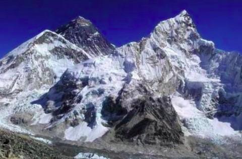 Nepal Larang Plastik Sekali Pakai di Pegunungan Everest