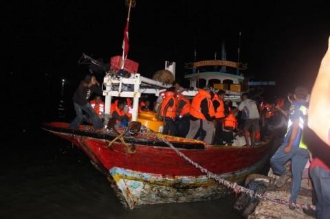 Sebagian Korban Kapal Terbakar Dirawat di Sumenep