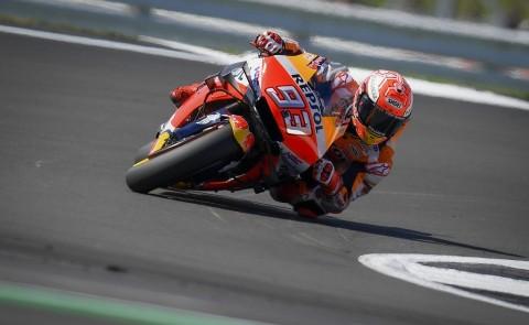 Marquez dan Rossi Bersaing Start Terdepan di MotoGP Inggris