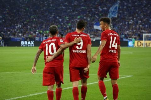 Perisic & Coutinho Debut, Bayern Muenchen Gilas Schalke