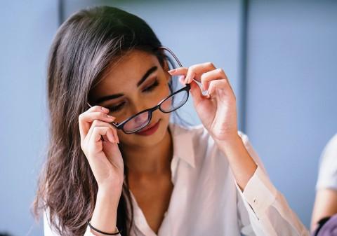 Tips Agar Nyaman Menggunakan Kacamata