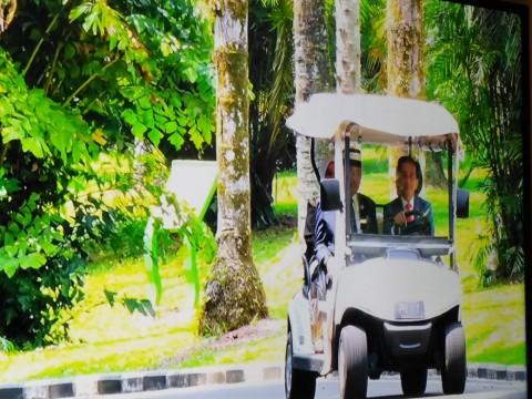 Jokowi Menyopiri Raja Malaysia Keliling Kebun Raya Bogor
