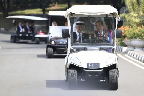 Jokowi Sopiri Raja Malaysia Tinjau Kebun Raya Bogor