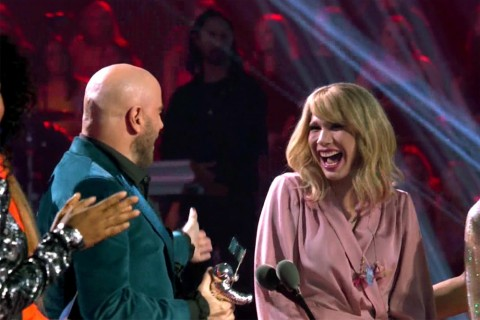John Travolta Kembali Melakukan Kesalahan saat Memberikan Penghargaan
