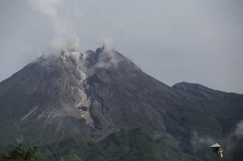 Gunung Merapi Keluarkan Awan Panas Setinggi 2.000 Meter