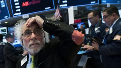 Diguncang Kekhawatiran Baru Potensi Resesi, Wall Street Tumbang