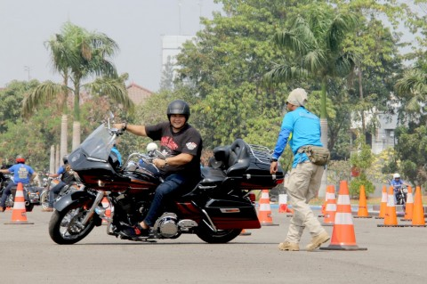 80 Bikers H-D Berlatih Safety Riding Bersama Polisi