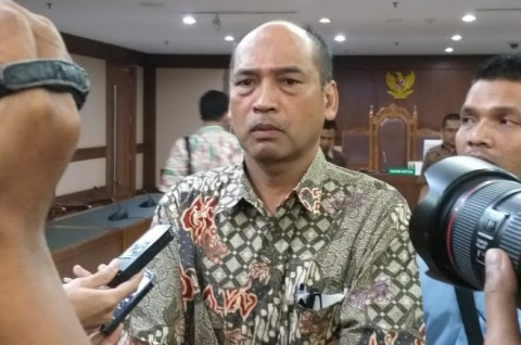 Deputi IV Kemenpora Terisak Memohon kepada Hakim