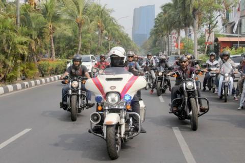 Bikers H-D Bahu-Membahu Bangun Rumah Lansia